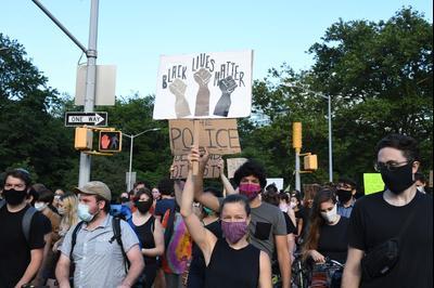 Демонстрация против расизма после смерти Джорджа Флойда, Нью-Йорк, США